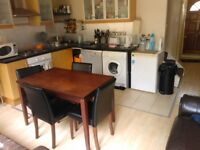 NICE DOUBLE BEDROOM IN A CLEAN FLAT IN PUTNEY £600 Includes ALL BILLS