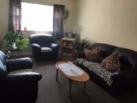 1 Double bed first floor apartment walking Distance to Forest Gate Station- MUSE SEE