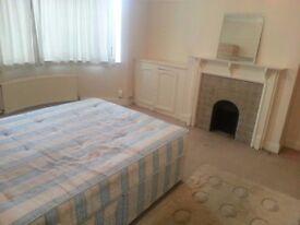 Huge Double/Twin room in East Acton, Zone-2. Living room, Garden. 2 weeks deposit. All bills incl.