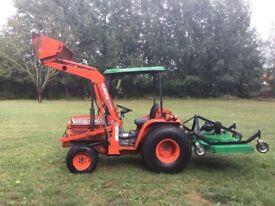 Kubota B2150 Tractor with Kubota LA350A front loader and Finishing Mower