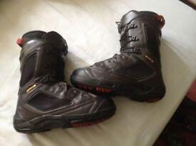 Salomon Synapse sz 8uk and Dailogue 9uk snowboard boots