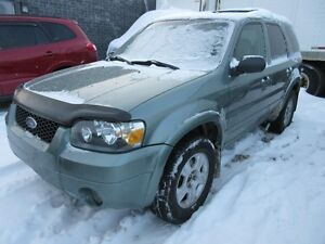 2006 Ford Escape Limited V6 4x4 Leather Sunroof. Sensors. Low Km