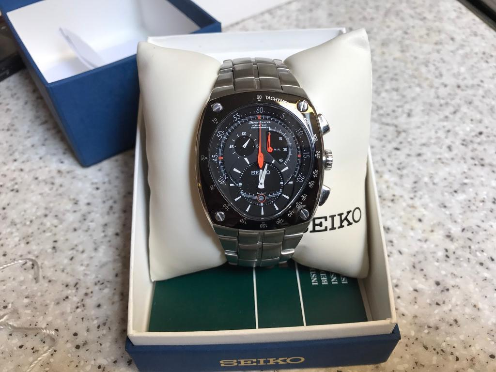 Seiko Sportura kinetic watchin Ayr, South AyrshireGumtree - Rare Seiko Sportura kinetic chronograph stainless steel watch with original box and papers, excellent condition, sapphire crystal unmarked. Large, heavyweight watch