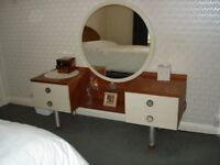 DRESSING TABLE WITH CENTRAL MIRROR AND 4 DRAWERS - IN GOOD CLEAN CONDITION