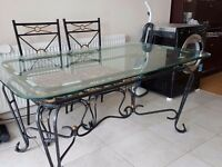 Metal dinning table and chairs in good condition!!!!