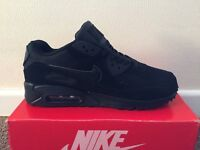 RARE NIKE AIR MAX 90 TRAINERS - TRIPLE BLACK - BRAND NEW WITH BOX! - LOOK BARGAIN!