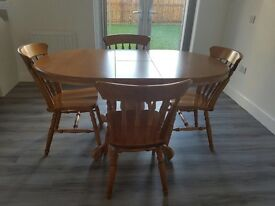 Lovely extendable dining table & 4 chairs ***NEGOTIABLE ***