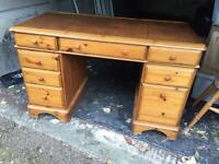 Ducal writing desk. Solid pine