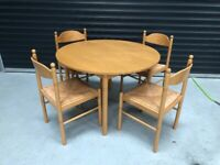 ROUND DINING TABLE AND 4 RUSH SEAT CHAIRS - GOOD CLEAN CONDITION