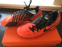 Rare Nike total 90 football boots size 8