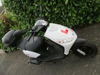 50cc Piaggio zip 2T Scooter very good condition with topbox