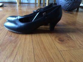 Dance shoe