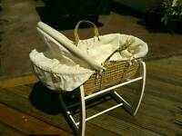 Mamas and papas rocking moses basket