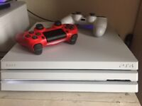 PS4 PRO White + 2 controllers