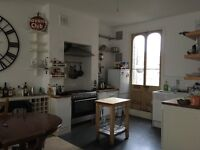 Light & Spacious, 4 double beds, open plan reception/kitchen, 2 bathrooms, garden and roof terrace