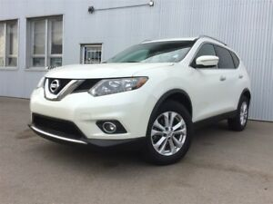 2015 Nissan Rogue SV, AWD, BACKUP CAM, BLUETOOTH, SUNROOF.