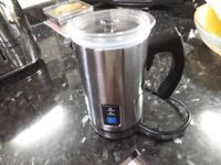 OYLPA MILK FROTHER .RARELY USED.AS NEW CONDITION.