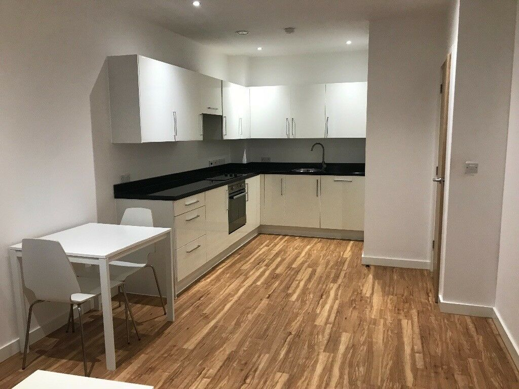 One Bedroom Apartment In Salford Quays 750pcm