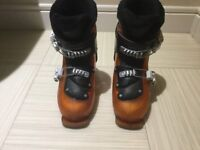 Kids Salomon ski boots size 20