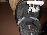 2 baby car seats from Mamas-Papas and Maxy-cosi £30 each