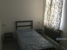 6 bedroom house in Glenny Road, Barking, IG11 (6 bed) (#1129254)