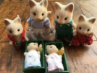 SYLVANIAN FAMILES VINTAGE- CATWOOD CAT FAMILY & BABIES & BOTTLES LATE 1980'S