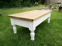 Vintage look coffee table (coffer) with oak top