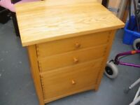 SMALL SOLID 3-DRAWER CHEST OF DRAWERS