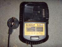 Dewalt DCB105 fast charger