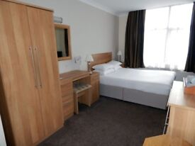 Large double bedroom, close to CENTRAL LONDON!! 15 minutes from LONDON BRIDGE!!