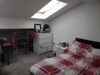 Large Ensuite Room in High Street Bangor close to all amenities