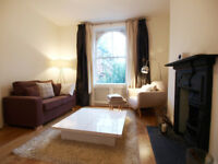 A large 1 double bedroom raised ground floor flat with exposed brickwork & wooden floors in Angel
