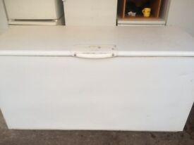 LARGE SIZE COMMERCIAL/CATERING ELECTROLUX CHEST FREEZER IN GOOD WORKING CONDITION