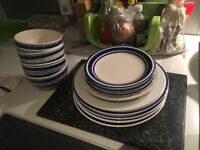 4x Small Plates & 5x Large Dining Plates