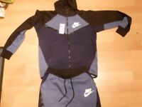 BRAND NEW NIKE TRACKSUIT NEVER BEEN WORN SIZE LARGE