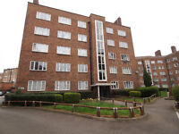 Charming 2 bedroom flat moments from Clisshold Park
