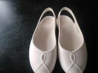 Ladies Olivia ll Crocs in Oyster white W7 UK size 5 Immaculate