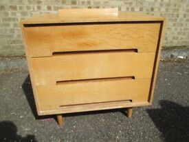 STAG MID CENTURY 1950'S BLONDE OAK 3 DRAWER CHEST OF DRAWERS