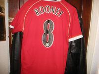 Manchester United shirs and shorts