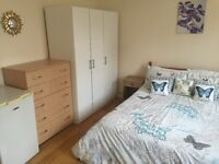 DOUBLE ROOM IN BATTERSEA AVAILABLE ,ALL BILLS INCLUDED