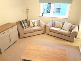 Spacious 1 Bed Flat with Parking in Bridgend