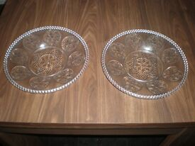 3 DECORATIVE GLASS PLATES FOR SALE.