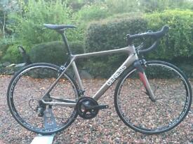 Genesis Zero Z:2 Carbon Road Bike Ultegra 6800 11 speed Fulcrum specialized trek giant