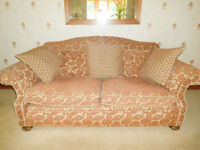 TRADITIONAL STYLE SETTEE