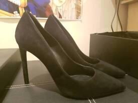 Saint Laurent Pumps Black Suede Heels.