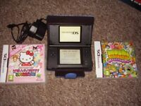 NINTENDO DS LITE IN MINT CONDITIONWITH GAMES AND CASE