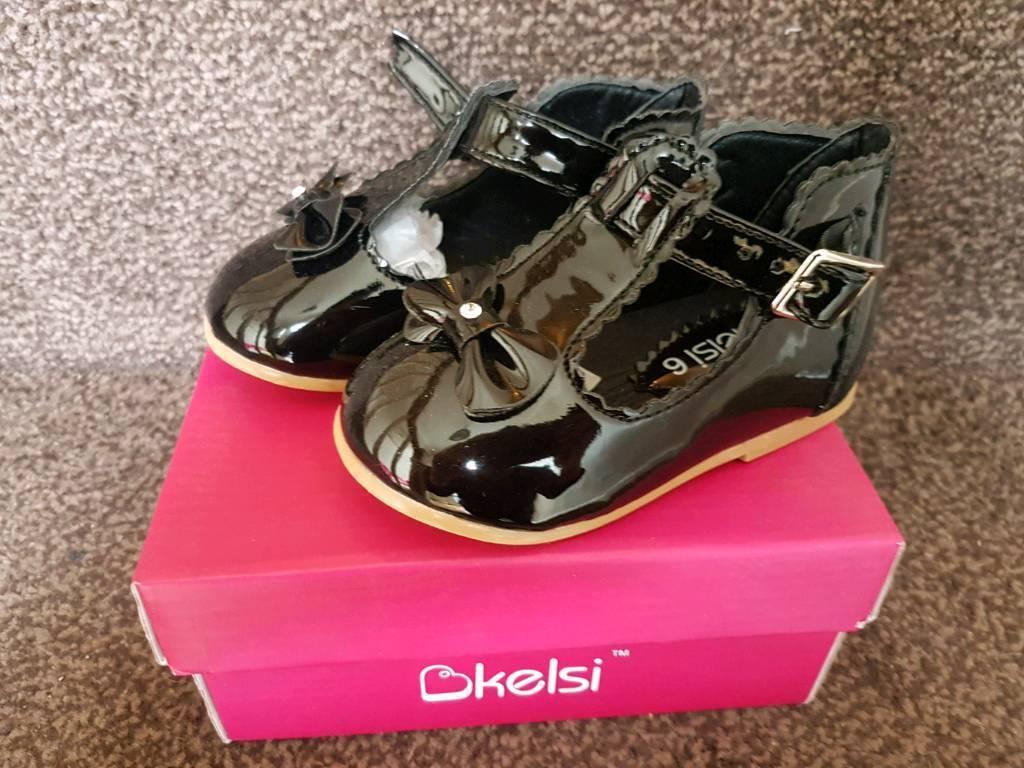 Girls Black patent shoes size 6