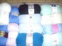 25 brand new balls of wool