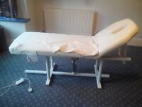 Static Hydraulic Massage Table In White