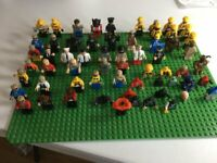NONE LEGO 44X32 GREEN PLATE WITH 40PLUS FIGURES AND PARTS